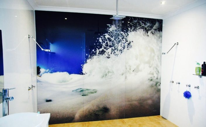 Glass backsplash Prints on Glass wave wall