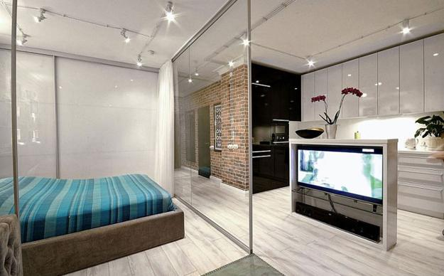glass partitions in room